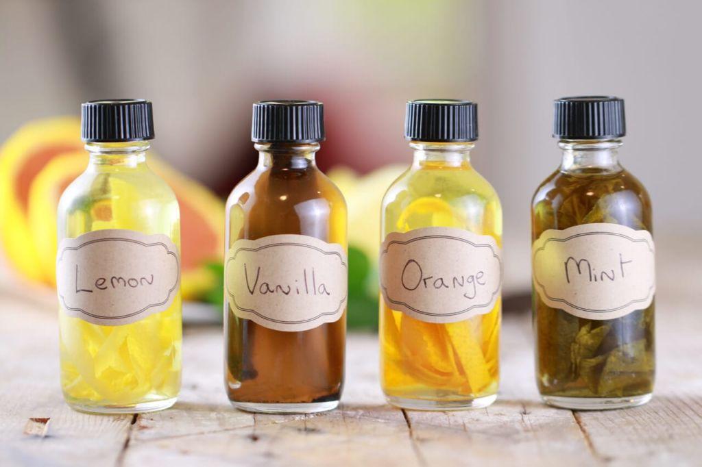 Homemade Vanilla Extract Recipe & more Homemade Extracts Recipes!
