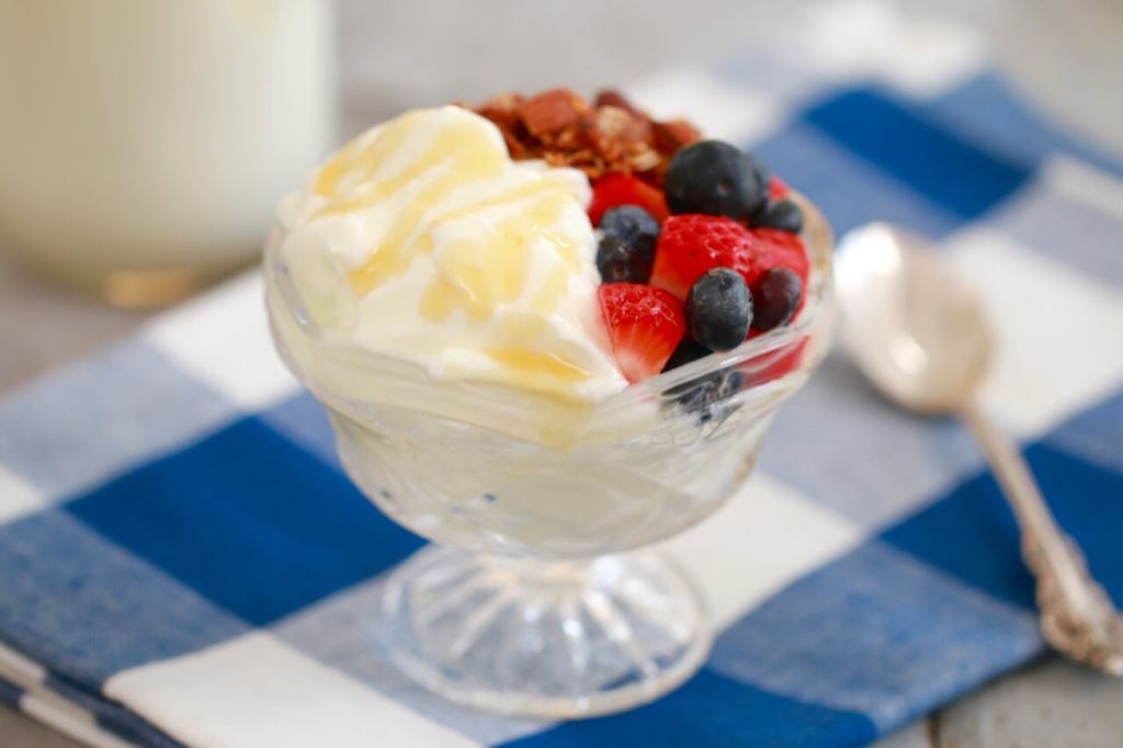 How to Make Yogurt - This is the best yogurt recipe I have found AND you don't need any special equipment or thermometers.
